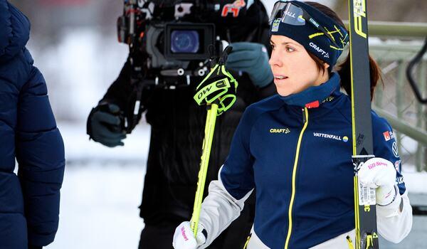 Charlotte Kalla är tillbaka i landslagsdräkten när det är dags för världscupen i finska Lahtis i helgen. FOTO: Erik Mårtensson/Bildbyrån.
