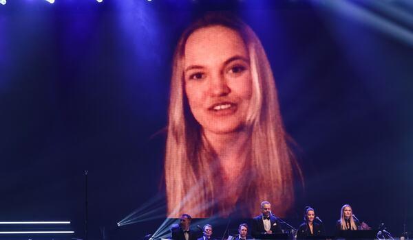 Linn Svahn deltog på Idrottsgalan via länk när hon fick motta utmärkelsen Årets kvinnliga idrottare. FOTO: Simon Hastegård/Bildbyrån.