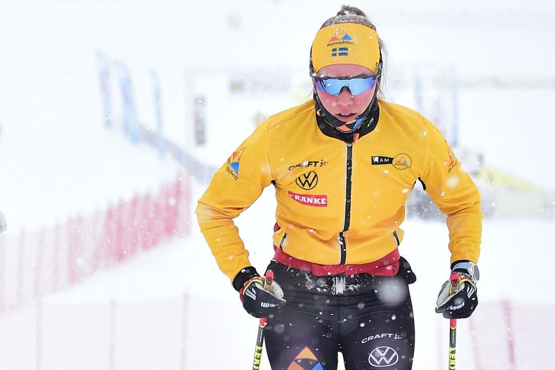 Jenny Larsson ser fram att starta den gula ledarvästen när Visma Ski Classics fortsätte med Toblach-Cortina på lördag. FOTO: Björn Reichert/Nordic Focus.