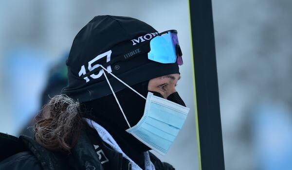 Britta Johansson Norgren innan start på Engadin La Diagonela i lördag. Under loppet förfrös hon fötterna och missar nu de två kommande loppen i Visma Ski Classics. FOTO: Björn Reichert/Nordic Focus.