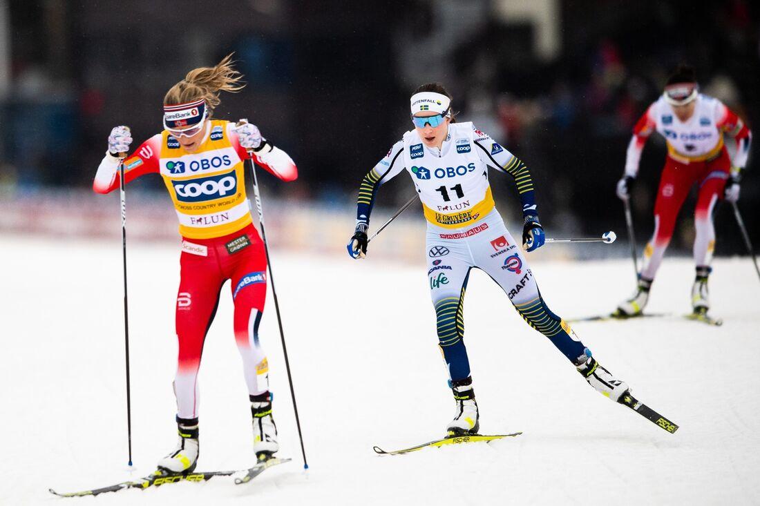 Therese Johaug och Ebba Andersson vid världscupen i Falun i fjol. I morgon möts de på skiathlon-loppet i Lahtis. FOTO: Simon Hasgegård/Bildbyrån.