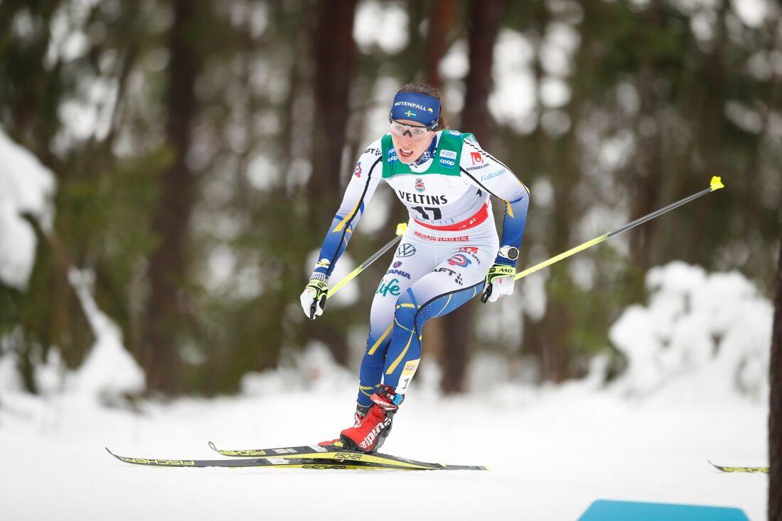 Charlotte Kalla åker förstasträckan för Sverige på söndagens stafett i Lahtis. FOTO: Tomi Hänninen/Bildbyrån.