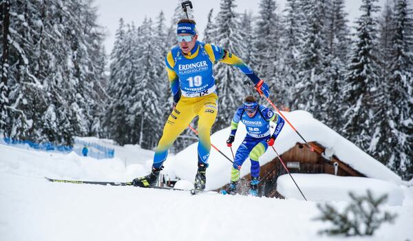 Martin Ponsiluoma, bilden, och Sebastian Samuelsson är Sveriges hopp på herrarnas masstart i Antholz i morgon. FOTO: Jasmin Walter, Gepa Pictures/Bildbyrån.