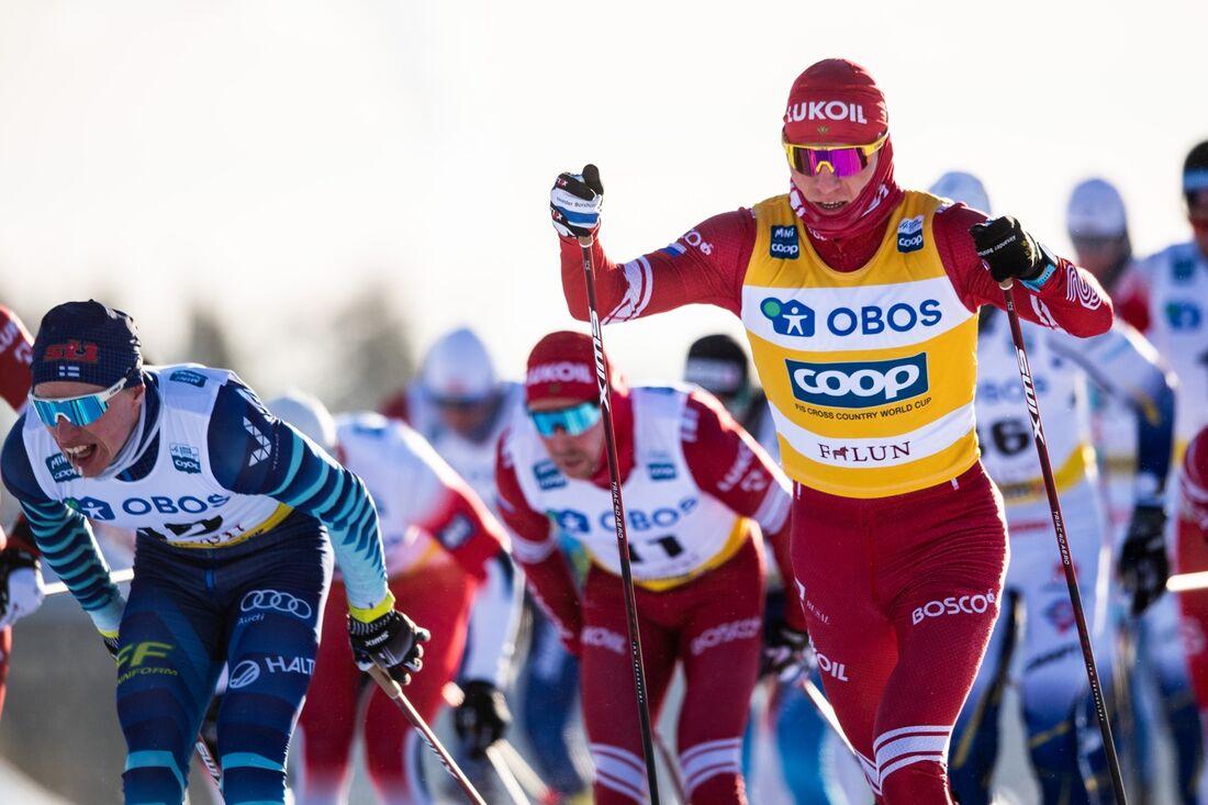 Trots en vurpa under loppet vann Alexander Bolshunov masstarten i Falun på lördagen . FOTO: Simon Hastegård/Bildbyrån.