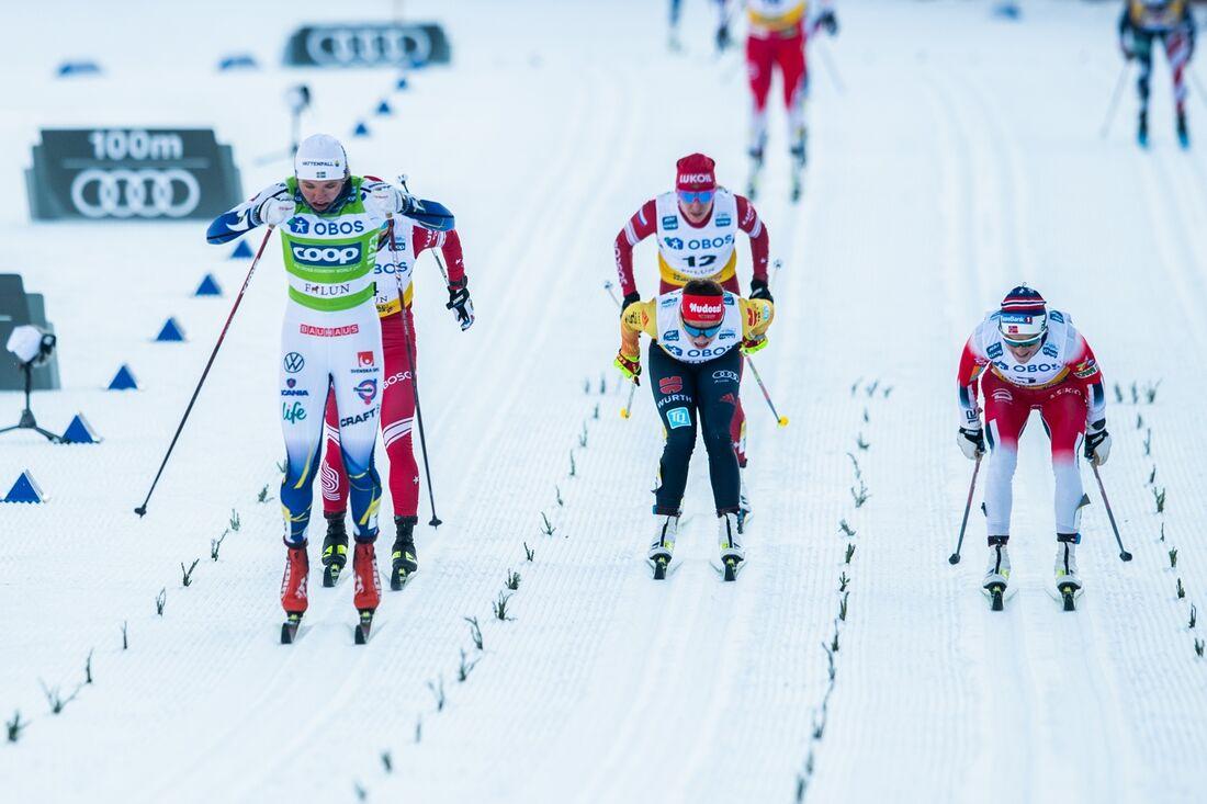 Linn Svahn spurtar till seger på masstarten i Falun. FOTO: Simon Hastegård/Bildbyrån.