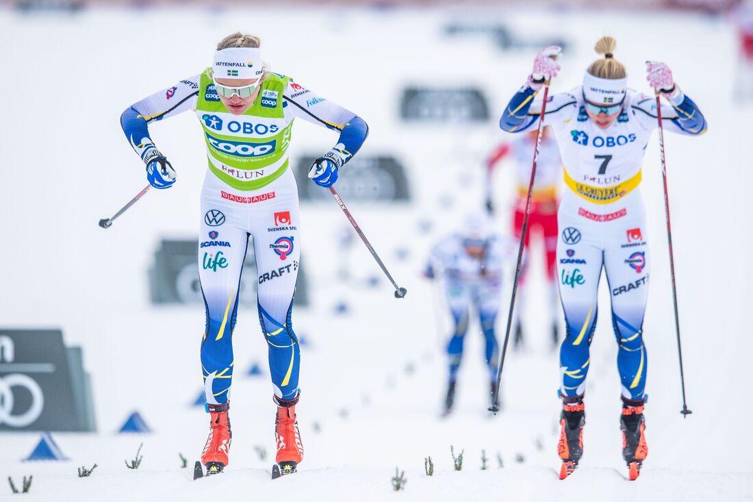 Linn Svahn och Jonna Sundling på väg mot första och tredje plats i sprintfinalen i Falun. FOTO: Simon Hastegård/Bildbyrån.