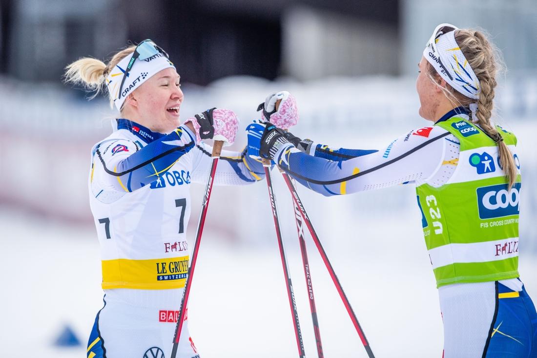 Jonna Sundling och Linn Svahn efter målgång. FOTO: Simon Hastegård/Bildbyrån.