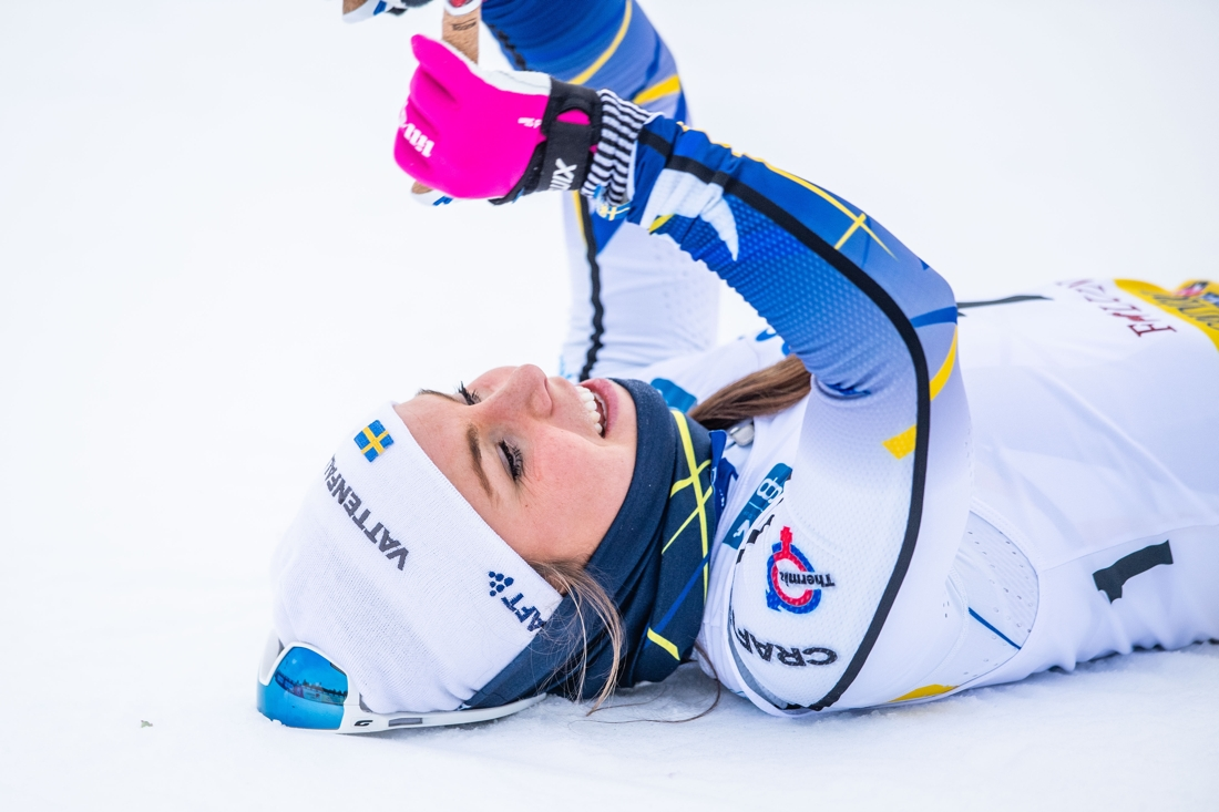 Johanna Hagström på rygg efter mållinjen som glad fyra. FOTO: Simon Hastegård/Bildbyrån.