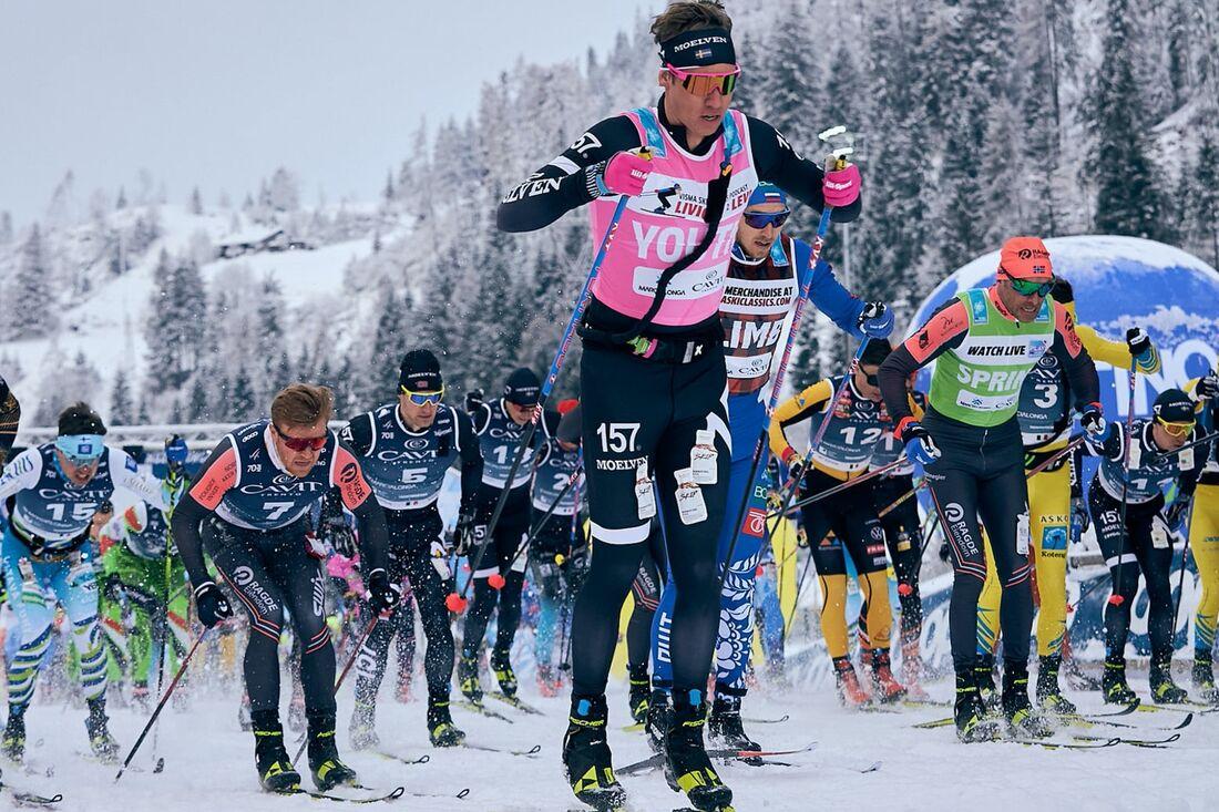 Emil Persson direkt efter starten på Marcialonga i söndags. Loppet avgjorde han på upploppet när han spurtade förbi Tord Asle Gjerdalen. FOTO: Visma Ski Classics/Magnus Östh.