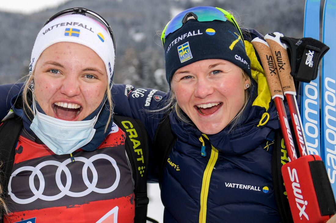 Linn Svahn och Maja Dahlqvist åker för Sveriges första lag på sprintstafetten i Ulricehamn i morgon. FOTO: Bildbyrån.
