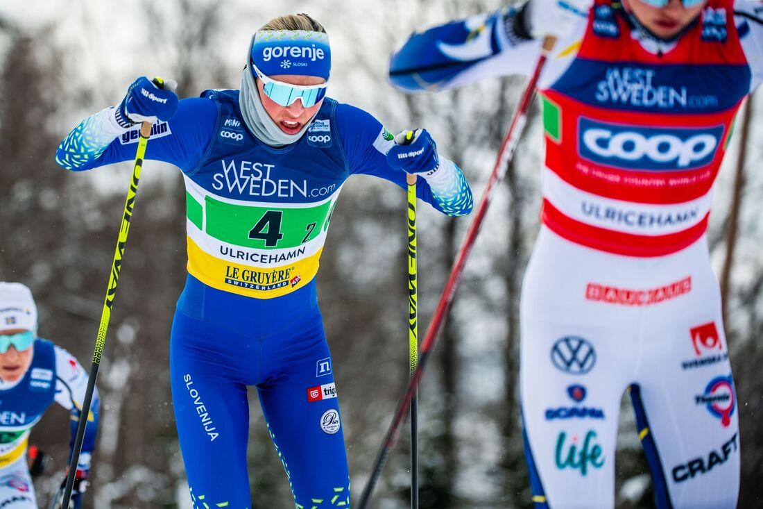 Anamarija Lampic spurtade ner Linn Svahn på upploppet och förde Slovenien till landets första seger i sprintstafett. FOTO: Carl Sandin/Bildbyrån.