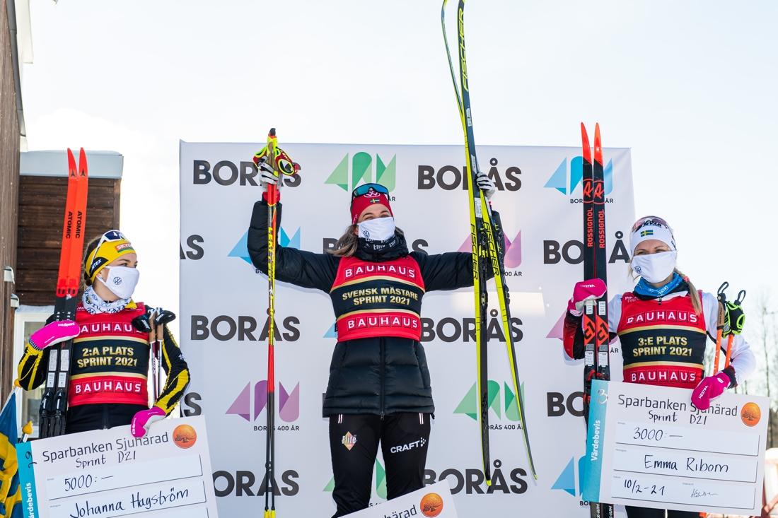 Tvåan Johanna Hagström, Ulricehamns IF, vinnaren Anna Dyvik, IFK, Mora och trean Emma Ribom, Piteå elit. FOTO: Mathias Bergeld/Bildbyrån.