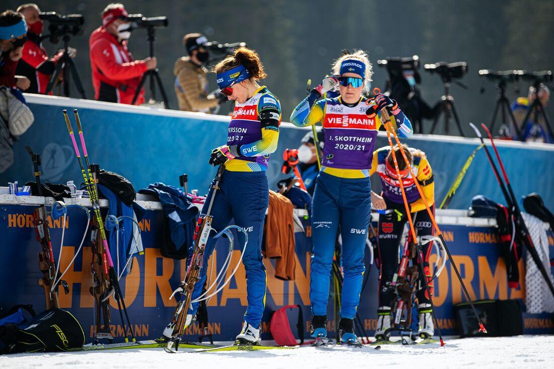 Linn Persson och Johanna Skottheim under dagens förberedelser inför lördagens stafett vid VM skidskytte. FOTO: Joel Marklund/Bildbyrån.