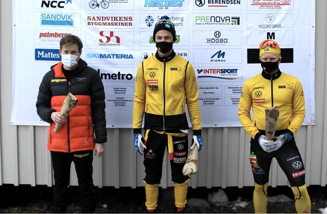 Topptrion i herrklassen. Fr.v. tvåan Gabriel Höjlind, ettan Max Novak och trean Johannes Eklöf. FOTO: Bessemerloppet.