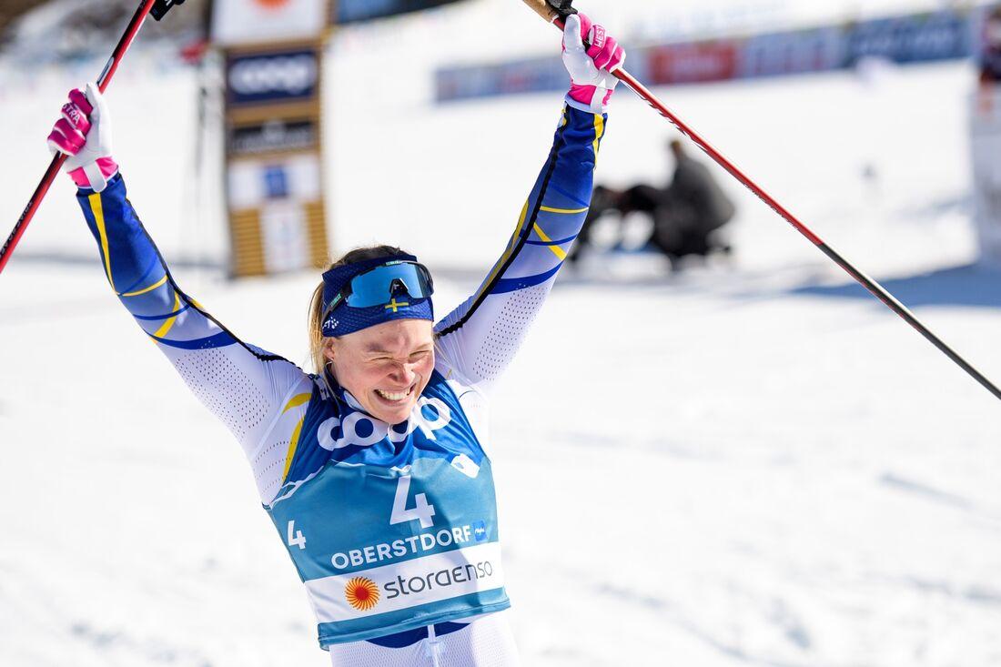 Jonna Sundling jublar som suverän världsmästare i sprint. FOTO: Johanna Lundberg/Bildbyrån.