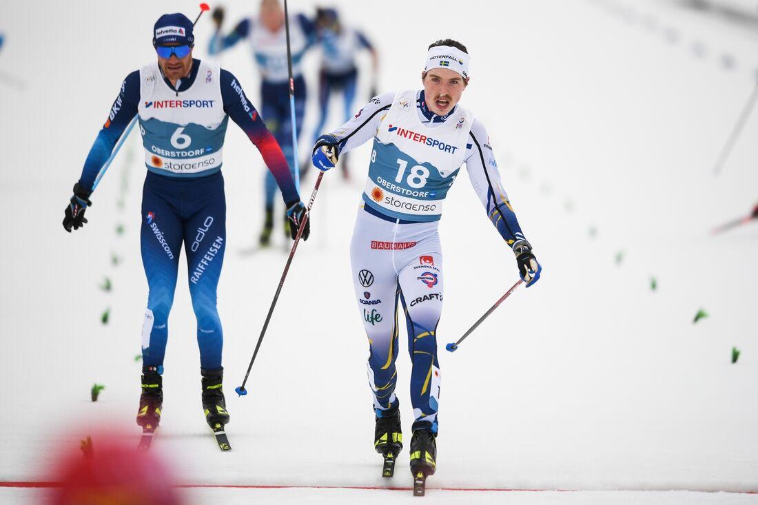 William Poromaa i mål som nia precis före Dario Cologna och Jens Burman, utanför bild. FOTO: Johanna Lundberg/Bildbyrån.