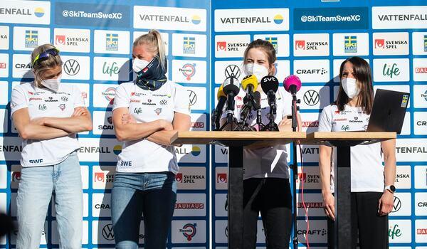 Frida Karlsson, Maja Dahlqvist, Ebba Andersson och Charlotte Kalla dagen före fristilsloppet på VM, i ett varmt och soligt Oberstdorf. FOTO: Johanna Lundberg/Bildbyrån.
