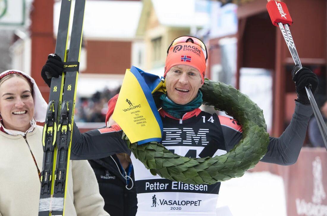 Petter Eliassen efter segern på Vasaloppet i fjol. På söndag väntar en speciell upplaga av Vasaloppet med endast cirka 270 elitherrar och 80 elitdamer på startlinjen. FOTO: Vasaloppet.