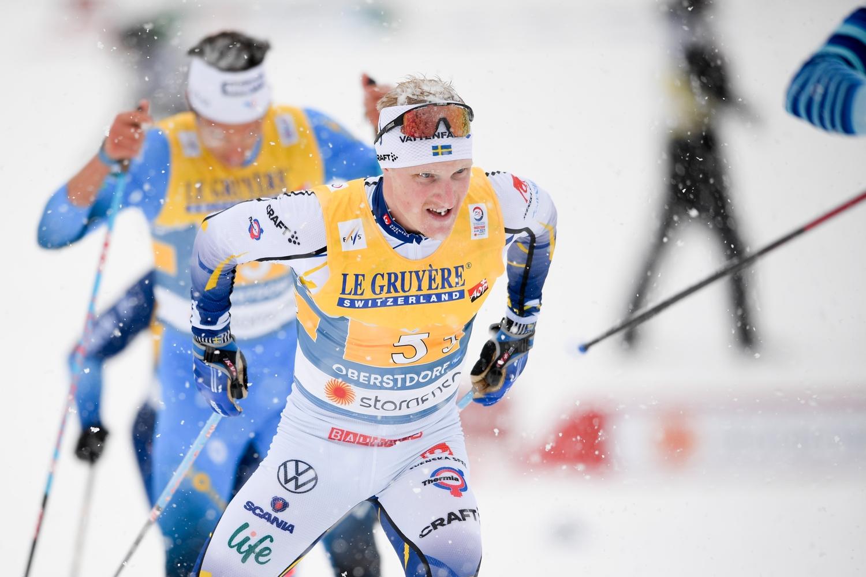 Jens Burman åkte starkt på tredje sträckan tillsammans med fransmannen Parisse. FOTO: Johanna Lundberg/Bildbyrån.