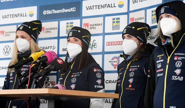 Emma Ribom, Charlotte Kalla, Ebba Andersson och Frida Karlsson på fredagens presskonferens inför tremilen i morgon. FOTO: Johanna Lundberg/Bildbyrån.