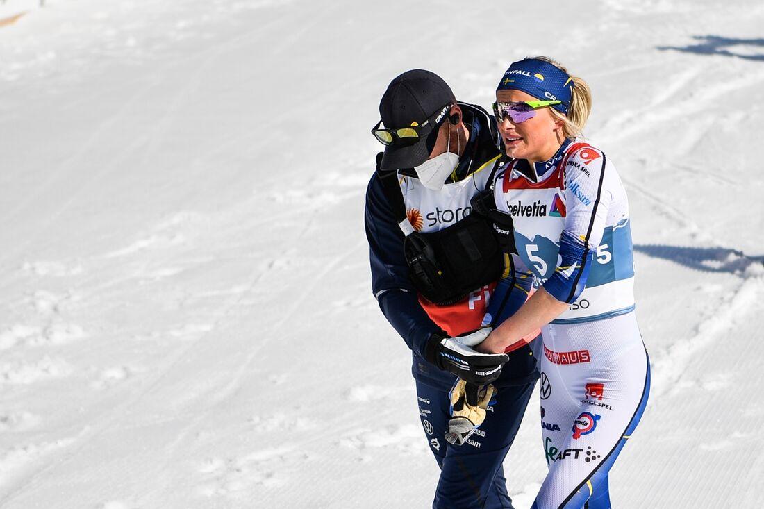 Frida Karlsson hade mycket ont i vänsterarmen efter målgång på VM-tremilen. FOTO: Johanna Lundberg/Bildbyrån.