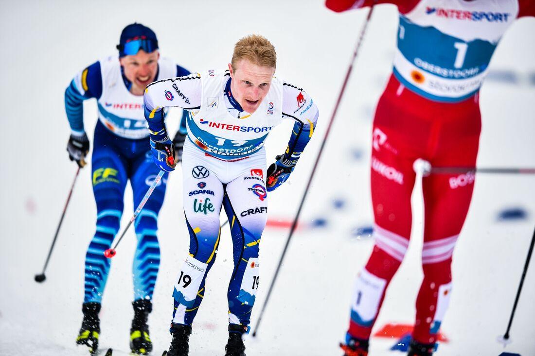 Jens Burman mellan Bolshunov och Niskanen femmilen i Oberstdorf där han slutade sexa men kanske blir femma. FOTO: Johanna Lundberg/Bildbyrån.