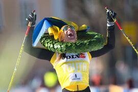 Lina Korsgren jublar som segrare i Vasaloppet för tredje gången och på ny rekordtid. FOTO: Visma Ski Classics/Magnus Östh.