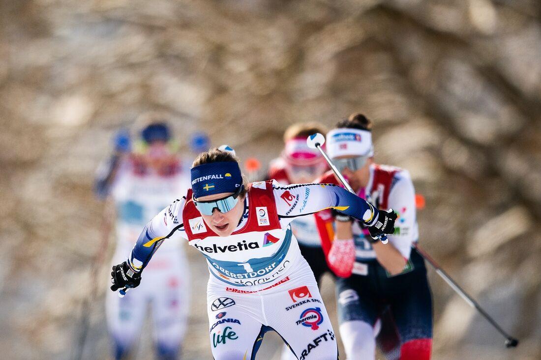 Ebba Andersson tog en tredjeplats på masstarten i Engadin. FOTO: Johanna Lundberg/Bildbyrån.