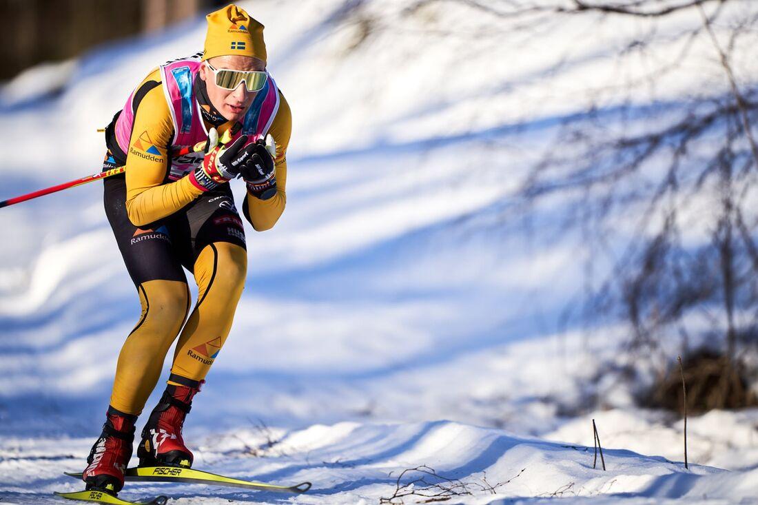 Max Novak under Vasaloppet, när han tappade skidan två gånger. På helgens två lopp i Vålådalen är han ute efter revansch. FOTO: Visma Ski Classics/Magnus Östh.