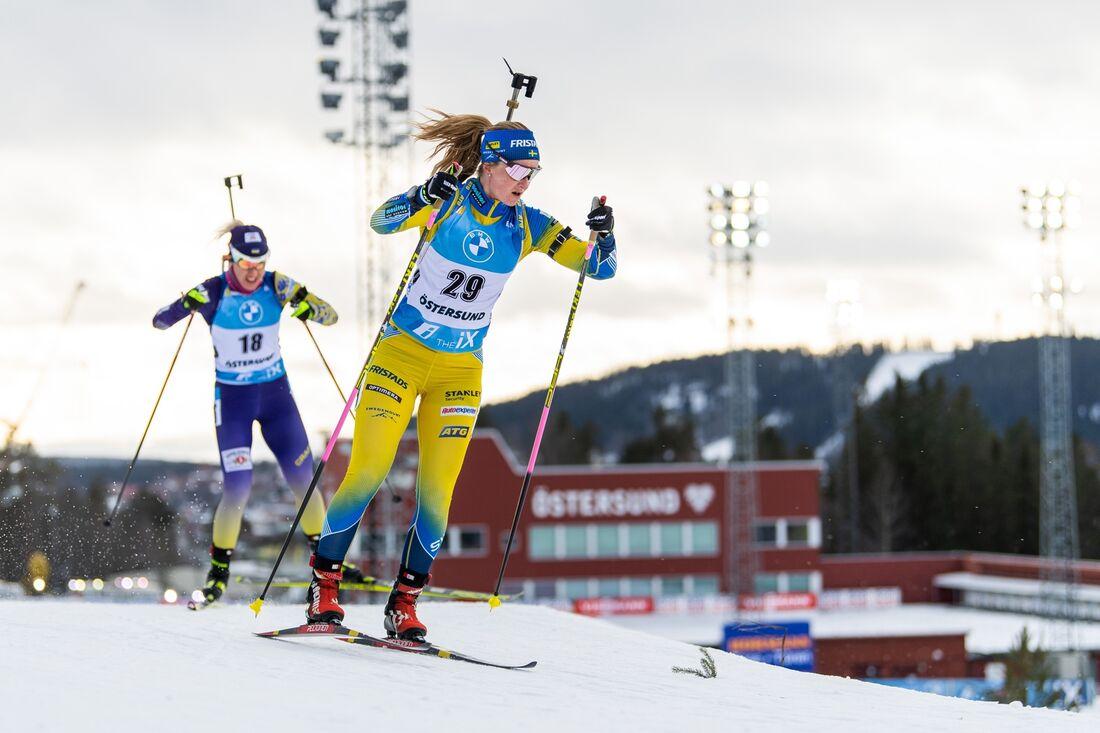 Mona Brorsson på väg mot 13:e plats på masstarten i Östersund. FOTO: Joel Marklund/Bildbyrån.
