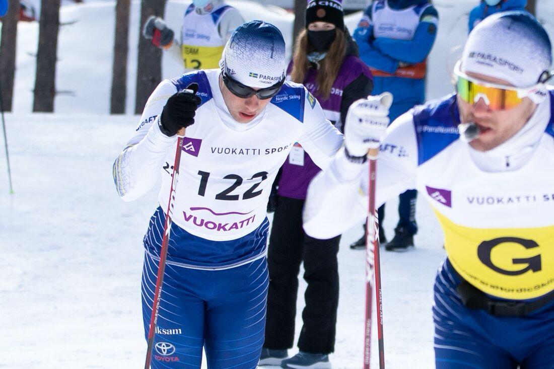 Zebastian Modin tillsammans med ledsagare Robin Bryntesson på väg seger i Vuokatti under tisdagens. FOTO: Fredrik Uusitalo.