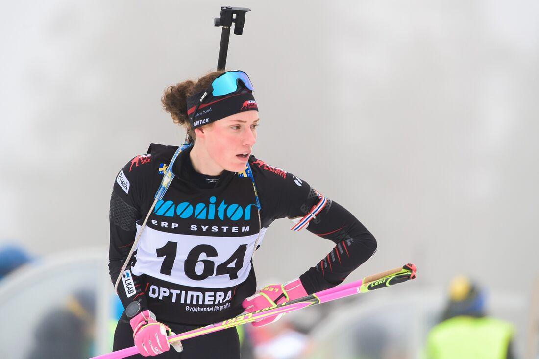 Hanna Öberg åkte hem SM guld i singelmixstafett tillsammans med Jesper Nelin i Östersund på söndagen. FOTO: Fredrik Karlsson/Bildbyrån.