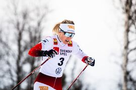 Jonna Sundling åker sista sträckan för favoritlaget Piteå elit på dagens SM-stafett i Kalix. FOTO: Johanna Lundberg/Bildbyrån.