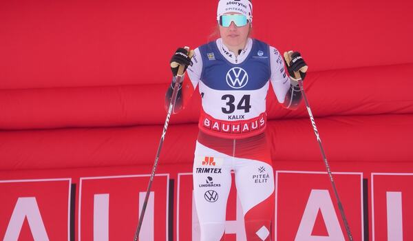 En samlad Ebba Andersson innan start på SM-tremilen. Sedan åkte hon till överlägsen seger. FOTO: Hans Olsson.