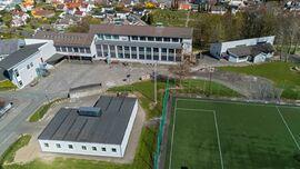 Dronebilde av Husabø skole