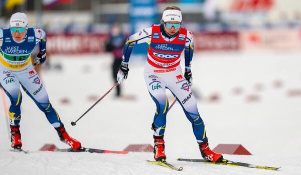 Linn Svahn och Hanna Falk med Alpina skidskor.