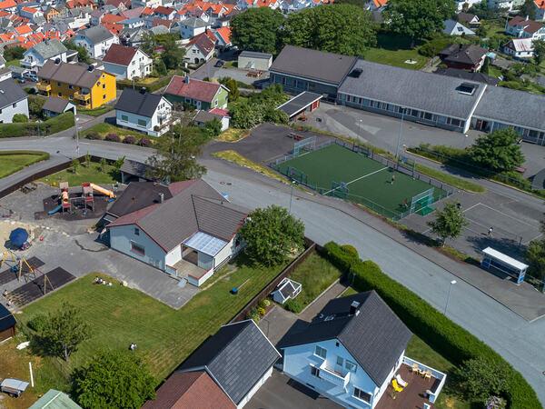 Dronebilde over Husabø