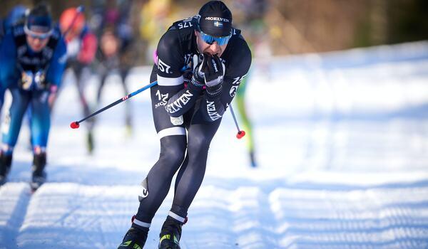 Anton Karlsson fortsätter inom Visma Ski Classics. Nu som Sports Manager i företaget Wsportsmedia, som driver Visma Ski Classics. FOTO: Visma Ski Classics/Magnus Östh.