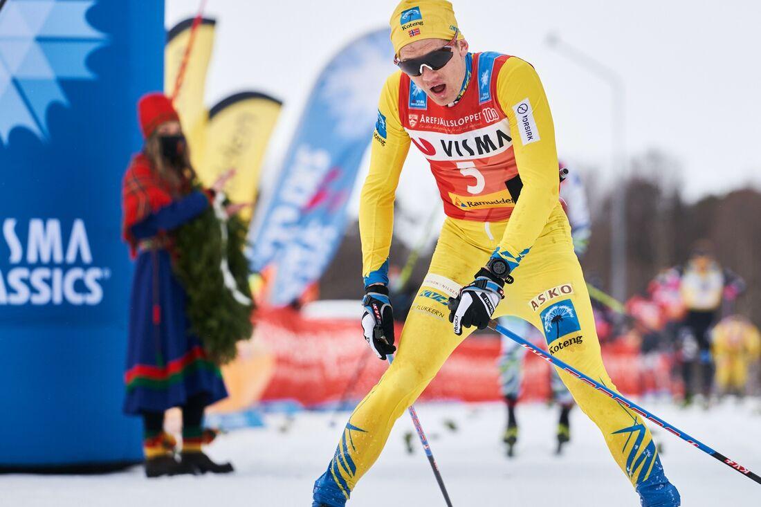 Stian Hoelgaard, här i mål som tvåa på Årefjällsloppet, lämnar Team Koteng. Hamnar norrmannen i ett svenskt eller norskt lag kommande säsong av Visma Ski Classics? FOTO: Visma Ski Classics Magnus Östh.