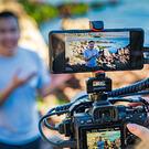 Du kan koble Sony Xperia Pro til kameraer med HDMI-utgang. (Foto: Sony)