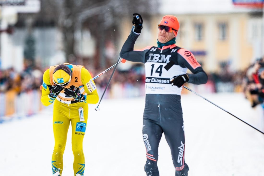 Så här nära vara Stian Hoelgaard segern i Vasaloppet 2020. FOTO: Visma Ski Classics/Magnus Östh.
