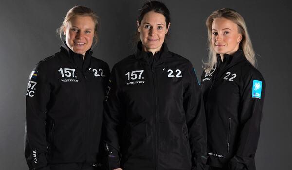 Lager 157 Ski Team:s starka damtrio, Hanna Falk, Britta Johansson Norgren och Thea Krokan Murud. FOTO: Lager 157 Ski Team.