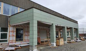Fasadeplater under montering, 8-10