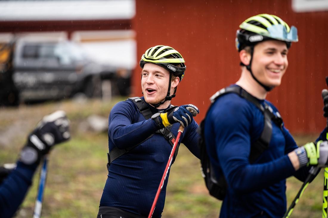 Glada miner hos Sebastian Samuelsson och Martin Ponsiluoma inför ett rullskidpass häromveckan. FOTO: Nicklas Olausson.