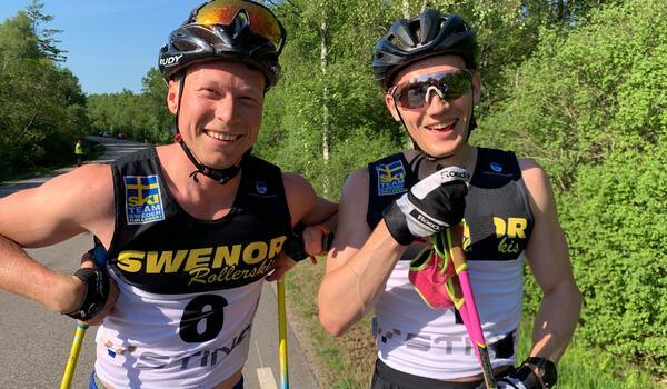 Tvåan Alfred Buskqvist och segraren Stian Hoelgaard efter premiärupplagan av Båstad-Mölle. FOTO: Johan Trygg/Längd.se.