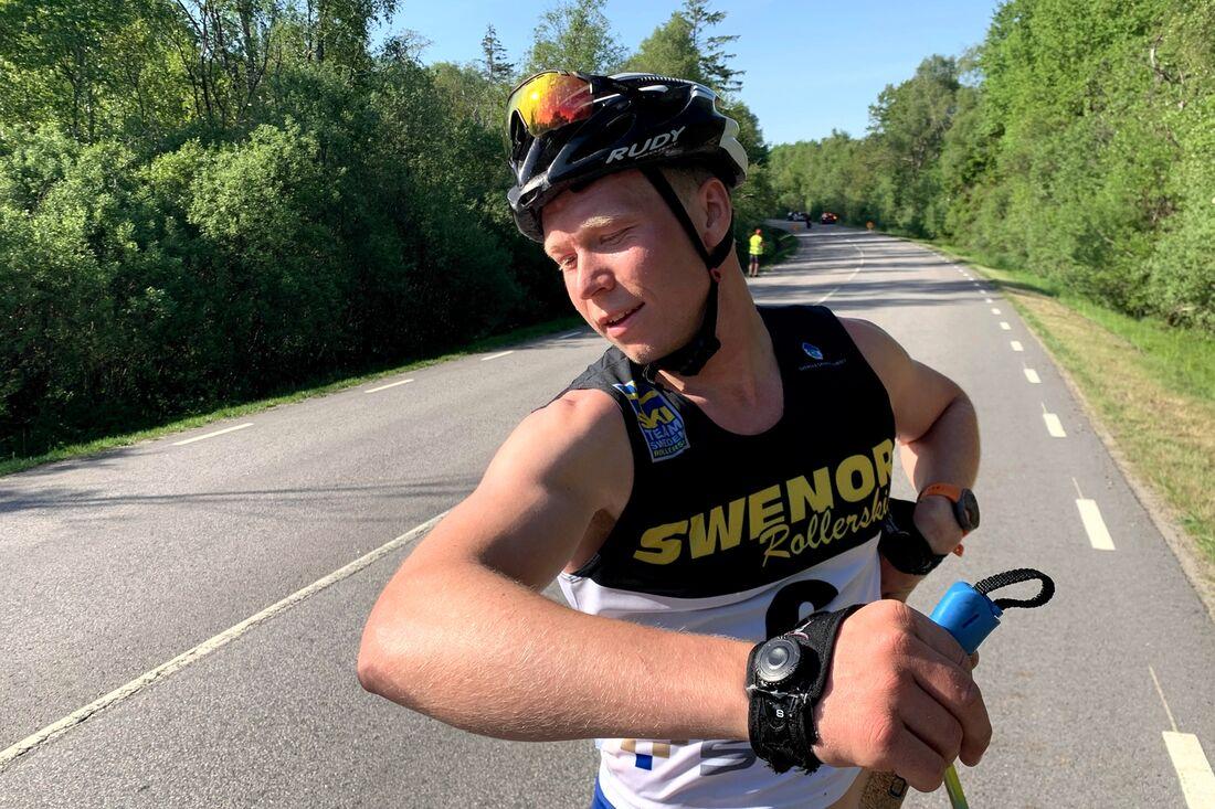 Alfred Buskqvist var sliten i armarna efter andraplatsen på Båstad-Mölle i lördags. Till vintern siktar göteborgren på en plats i det svenska sprintlaget till OS. FOTO: Johan Trygg/Längd.se.
