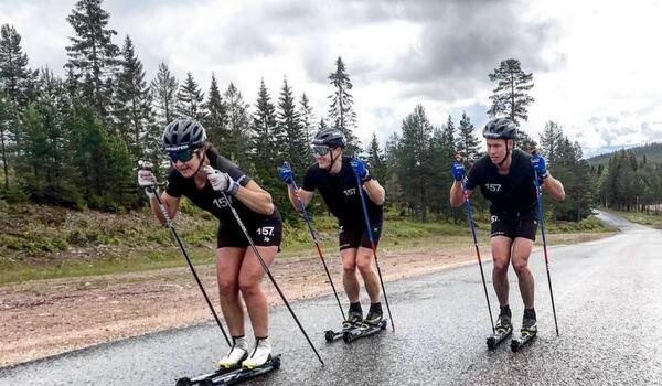 Britta Johansson Norgren, till vänster och Emil Persson, till höger, är två av många starka åkare som ska kämpa i backen upp mot Grönklitts toppstuga på lördag kväll. FOTO: Lager 157 Ski Team.