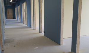 Korridor og lærerarbeidsplasser, u-skolen