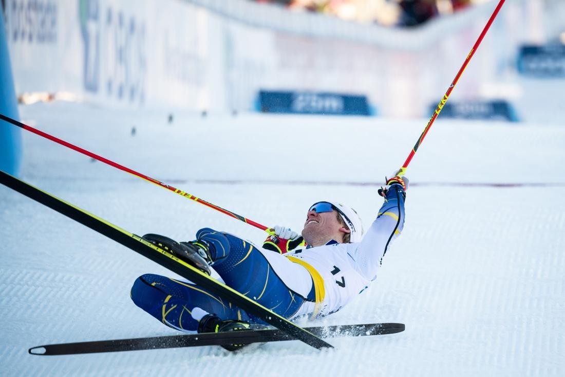 Oskar Svensson strax bakom mållinjen efter karriären andra världscupseger, vid sprinten i fri stil i Ulricehamn i vintras. FOTO: Carl Sandin/Bildbyrån.