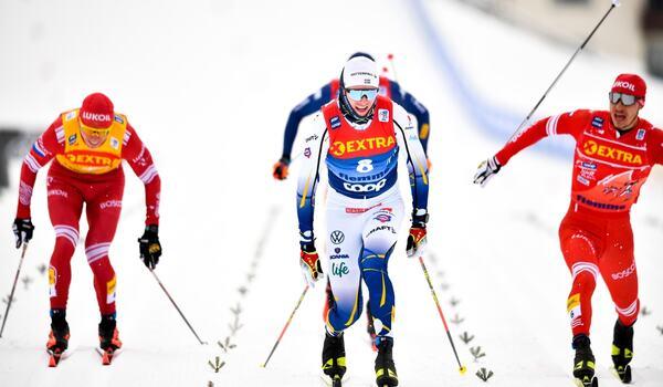 När Oskar Svensson tog sin första världscupseger i vintras knäckte han ryssarna Bolshunov och Retivykh på upploppet. FOTO: Maxim Thore/Bildbyrån.